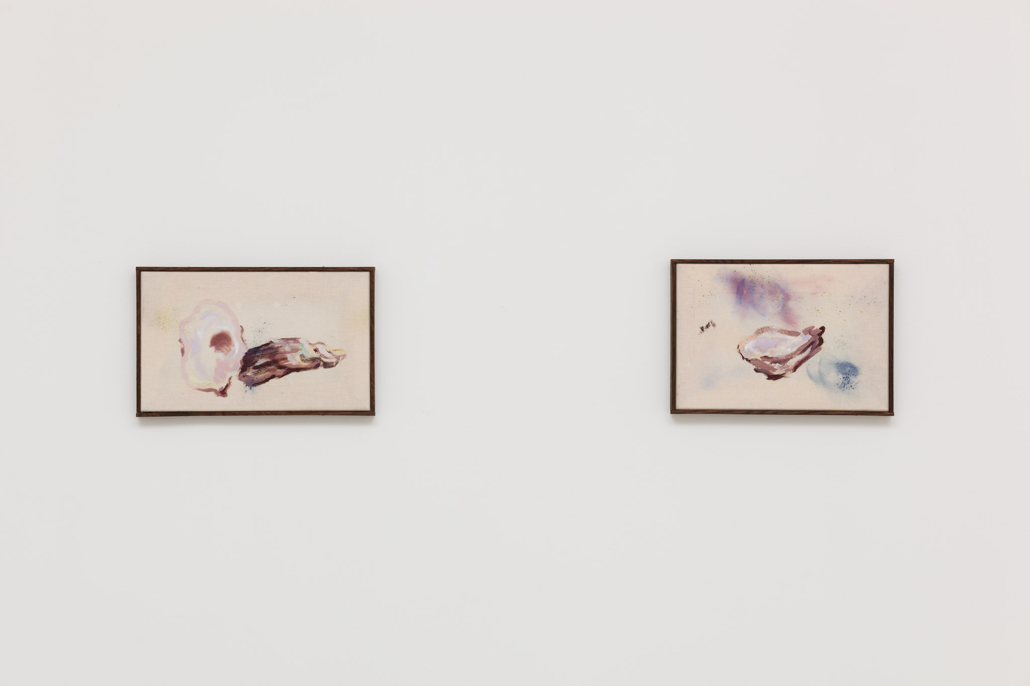 left: Oyster 4/7, 2014, oil and pigment on canvas, 32 x 20.2 cm, 12 5/8 x 8 ins right: Oyster 5/7, 2014, oil and pigment on canvas, 30 x 21 cm, 11 3/4 x 8 1/4 ins. Thumb of the Diver , Anna Zacharoff presented by Neue Alte Brücke