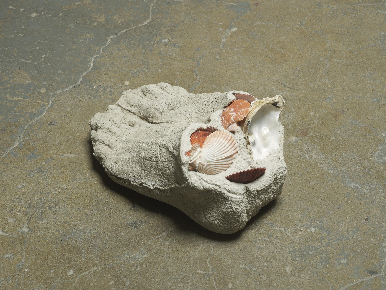 Anna Zacharoff, Sukeltaja 3, 2015, oyster shells, other shells and concrete, 29 x 18 x 14 cm, 11 3/8 x 7 1/8 x 5 1/2 ins . Nein ist für lange weile , Erika Landström, Dana Munro and Anna Zacharoff