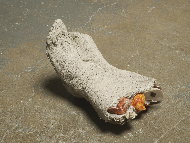 Anna Zacharoff, Sukeltaja 1, 2015, oyster shells, other shells and concrete, 29 x 18 x 14 cm, 11 3/8 x 7 1/8 x 5 1/2 ins. Nein ist für lange weile , Erika Landström, Dana Munro and Anna Zacharoff