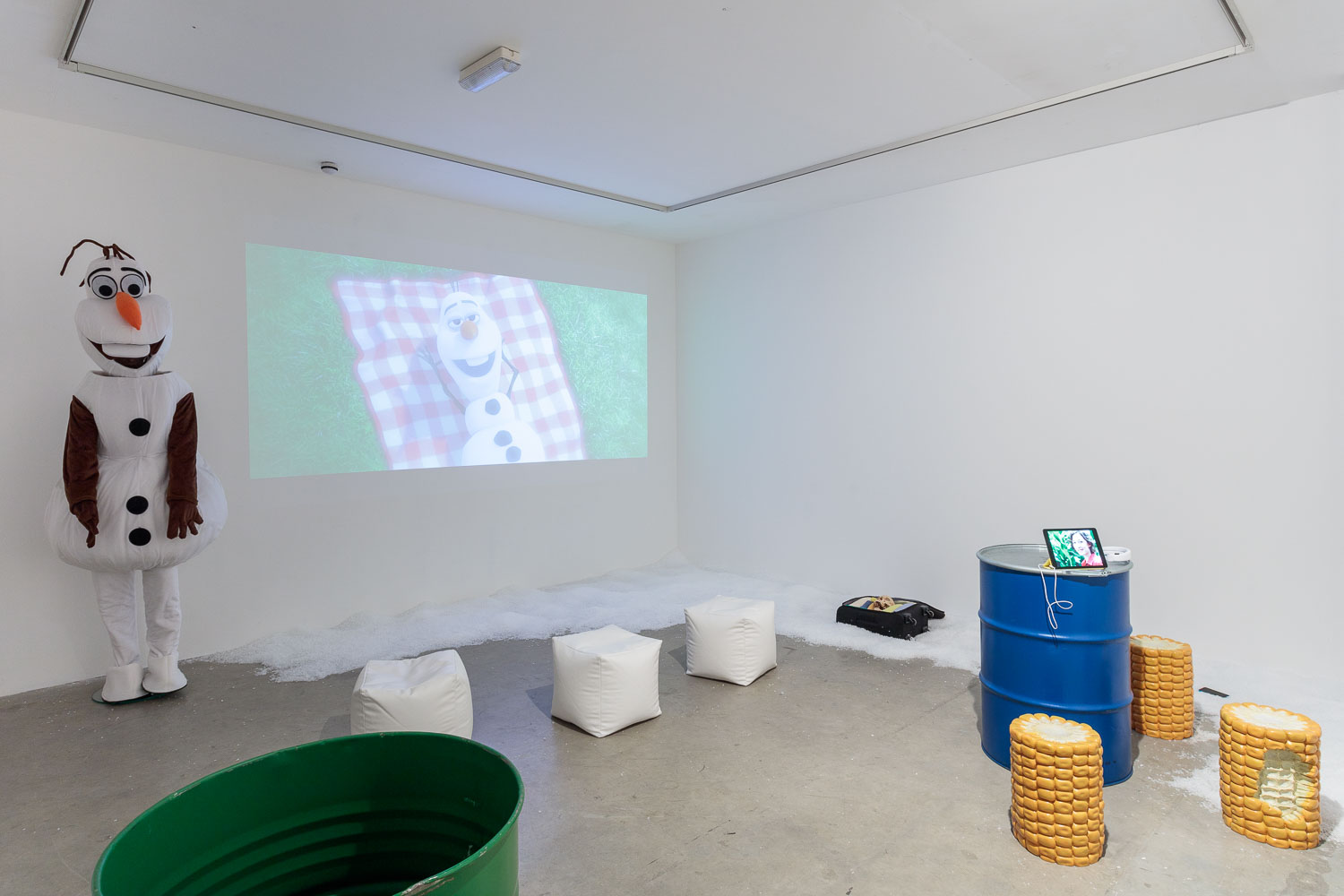 Frozen, 2015, Vilma Gold, London, Installation View. Puppies Puppies